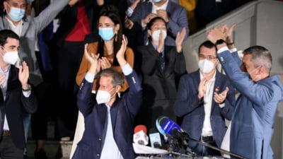 """Iulian Bulai anunţă începerea votării la USR PLUS. """"Toţi trei poartă ochelari si sunt ardeleni. Plictiseală mare de tot. Vor bea un pahar de vin împreună"""""""