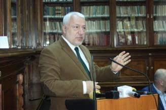 Iulian Fota este, oficial, noul director general al Institutului Diplomatic Roman