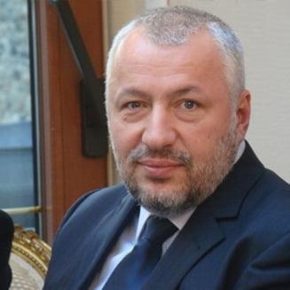 Iulian Fota i-a scris lui Orban: Aveti o nucleara in mana si o puteti folosi!