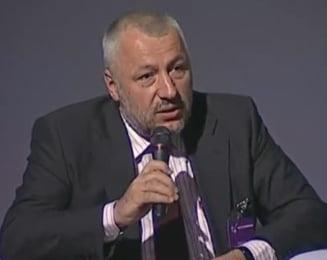 Iulian Fota reactioneaza dupa ce Ghimpu l-a amenintat cu instanta: O metoda sovietica de intimidare
