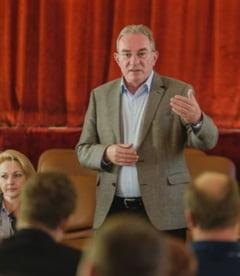 """Iuliu Winkler (UDMR): Indemnam cetatenii sa participe la referendum si sa raspunda cu """"da"""" la ambele intrebari"""