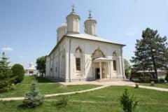 Jaf la Manastirea Pasarea. Hotii au furat 100.000 de euro de sub salteaua preotului