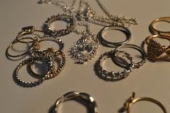 Jaf la Timisoara - Hotii au furat un seif cu 130 de bijuterii din aur, cu diamante