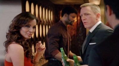 James Bond rupe traditia pentru bani: a inlocuit vodka martini cu bere (Video)