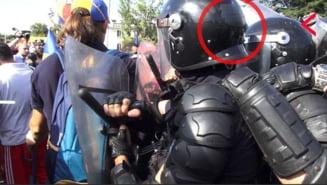 Jandarmi cu numerele de identificare acoperite cu banda adeziva la interventia violenta din 10 august (Foto & Video)