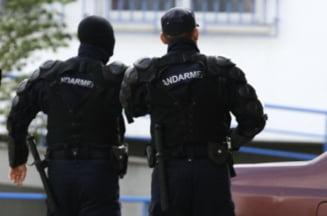 Jandarmi urmariti de DNA: 50 de persoane au luat imprumuturi cu adeverinte false