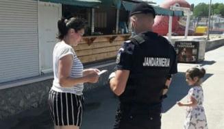 Jandarmii, la datorie: au impartit sfaturi pe strazile din Costinesti