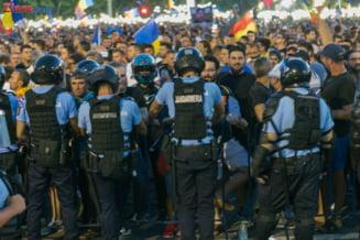 Jandarmii batuti la mitingul din 10 august au fost decorati. Sapte persoane care i-au agresat, trimise in judecata