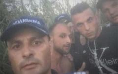 """Jandarmii care si-au facut selfie cu doi tineri evadati, sanctionati cu """"atragerea atentiei"""""""