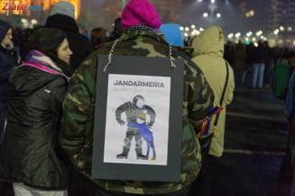 "Jandarmii le multumesc protestatarilor: Am asteptat 12 ani ca sa aud lumea strigand ""Jandarmeria, jos palaria"" (Video)"