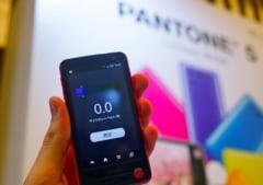 Japonezii au scos un telefon mobil care poate detecta radiatiile nucleare