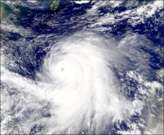 Japonia: 1,2 milioane de persoane evacuate din calea taifunului Roke