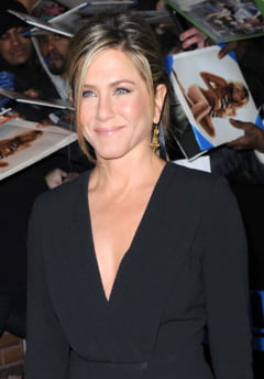 Jennifer Aniston divorteaza