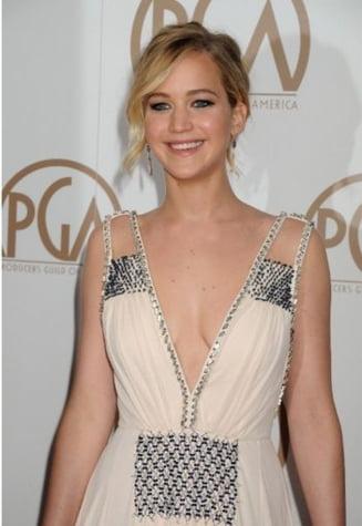 Jennifer Lawrence, pictorial incendiar: Apare nud, acoperita doar de un sarpe (Foto)