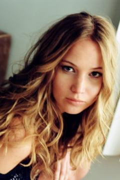Jennifer Lawrence, recunoscatoare ca a primit anticonceptionale si prezervative in adolescenta