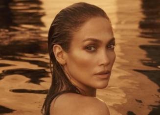 """Jennifer Lopez, """"imbracata"""" doar cu inelul de logodna. Pictorialul nud cu care artista si-a delectat fanii"""