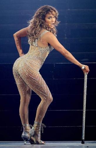 Jennifer Lopez, extrem de provocatoare, si-a inceput turneul mondial