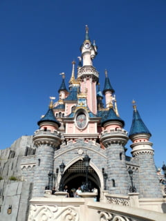 Jihadistii arestati in Franta planuiau atentate si la Disneyland si piata de Craciun de pe Champs Elysees
