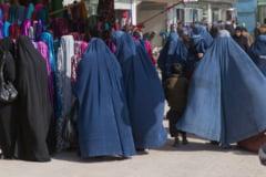 Jihadistii de la Statul Islamic interzic burka. Pana acum, omorau femeile care nu aveau fata acoperita