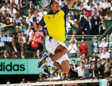 Jo-Wilfried Tsonga, imbracat de Adidas la Roland Garros