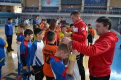 Jocuri atractive la Cupa Mos Nicolae la fotbal, de la Arena Antonio Alexe, si la sala de sport din Paleu (FOTO)