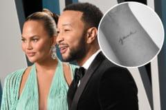 John Legend si sotia lui si-au facut tatuaje in memoria lui Jack, fiul pe care l-au pierdut