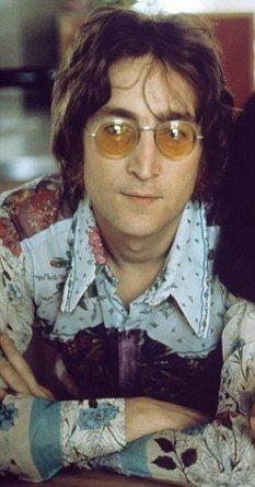 John Lennon suferea de bulimie si avea fetisuri legate de mancare