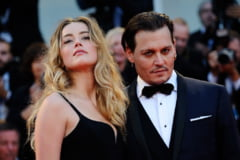 Johnny Depp divorteaza dupa 15 luni de casnicie