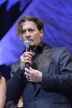 Johnny Depp isi cere scuze dupa ce a facut glume despre asasinarea lui Donald Trump