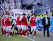 Jucatorii echipei de fotbal a Danemarcei au facut un zid in jurul coechipierului Christian Eriksen