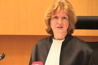 Judecatoare atacata cu un scaun (Video)