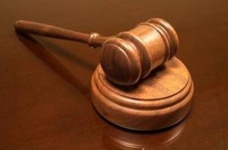 "Judecatoarele, arestate din cauza atitudinii - spuneau ca au colegi ""prea tampiti"" sa ia spaga"