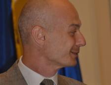 Judecatorii nu-i permit lui Bogdan Olteanu sa discute cu parintii si fosta sotie