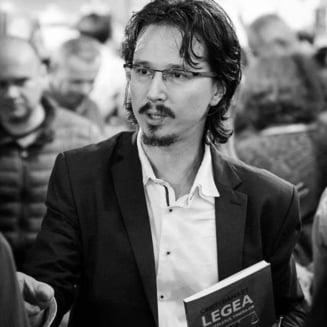 Judecatorul Danilet, dupa cererea de revocare a lui Lazar: Putea fi revocat ca ii sta uneori cravata stramba sau ca poarta ochelari