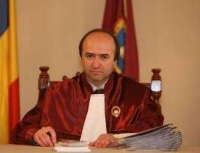 Judecatorul Tudorel Toader de la CCR, acuzat de incompatibilitate
