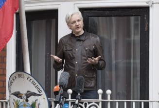 Julian Assange renunta la conducerea WikiLeaks