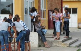 Jumatate dintre elevii romani au facut sex inainte de 15 ani. Alte distractii - alcool, tigari si droguri