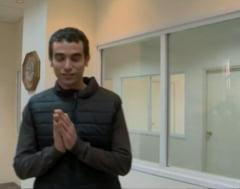 Jurnalist injunghiat in timp ce incerca sa arate ce rezistenta e o vesta (Video)