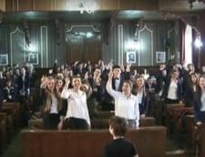 """Justitia patrunde in licee: Adolescentii invata abecedarul juridic si intalnesc """"oamenii in robe"""" (Video)"""