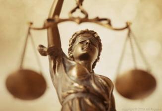 Justitia stenogramelor cu dedicatie (Opinii)