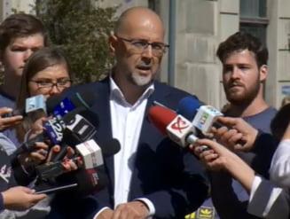 Kelemen Hunor si-a depus candidatura pe trotineta: Nu trebuie politicienii sa se ocupe de fericirea oamenilor