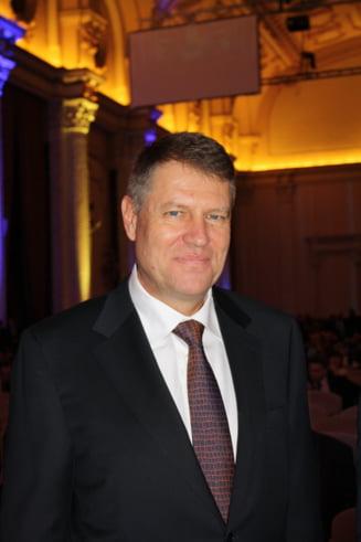 Klaus Iohannis: Un prim pas al PNL este retragerea ministrilor din Guvern, marti seara