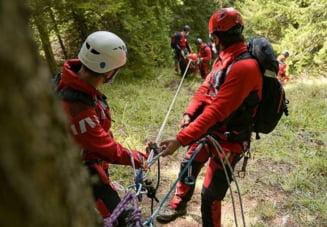 """Klaus Iohannis, mesaj dedicat salvatorilor montani: """"Îşi riscă zilnic viaţa; să fim cu toţii responsabili în drumeţiile noastre"""""""