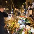 Klaus Iohannis, moment de reculegere la locul unde au murit doi romani in atentatele de la Paris