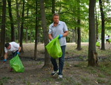 Klaus Iohannis a strans gunoaie in padure: Din pacate multi considera ca natura e o groapa de gunoi