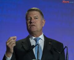 Klaus Iohannis a terminat cu intrebari din public dezbaterea de doua ore si jumatate la care a fost si moderator, si invitat de onoare