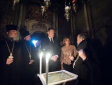 Klaus Iohannis face Pastele la Sibiu: A fost la slujba de Inviere, sotia sa a cantat in corul bisericii