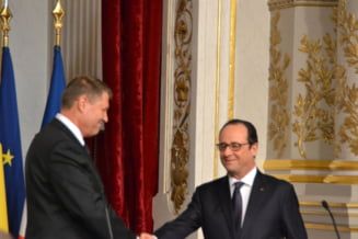 Klaus Iohannis l-a decorat pe Francois Hollande cu cea mai inalta distinctie