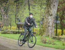 Klaus Iohannis participa joi la dezbaterea din Herastrau de Ziua Mondiala a Bicicletei. Nicusor Dan, prezent si el la eveniment VIDEO