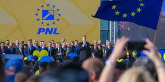 Klaus Iohannis participa la o Adunare PNL la Timisoara - mai intai s-a oprit la o terasa